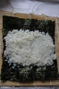 Smear rice on nori