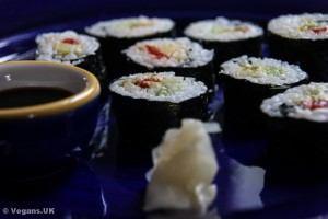 Roasted pepper and avocado sushi
